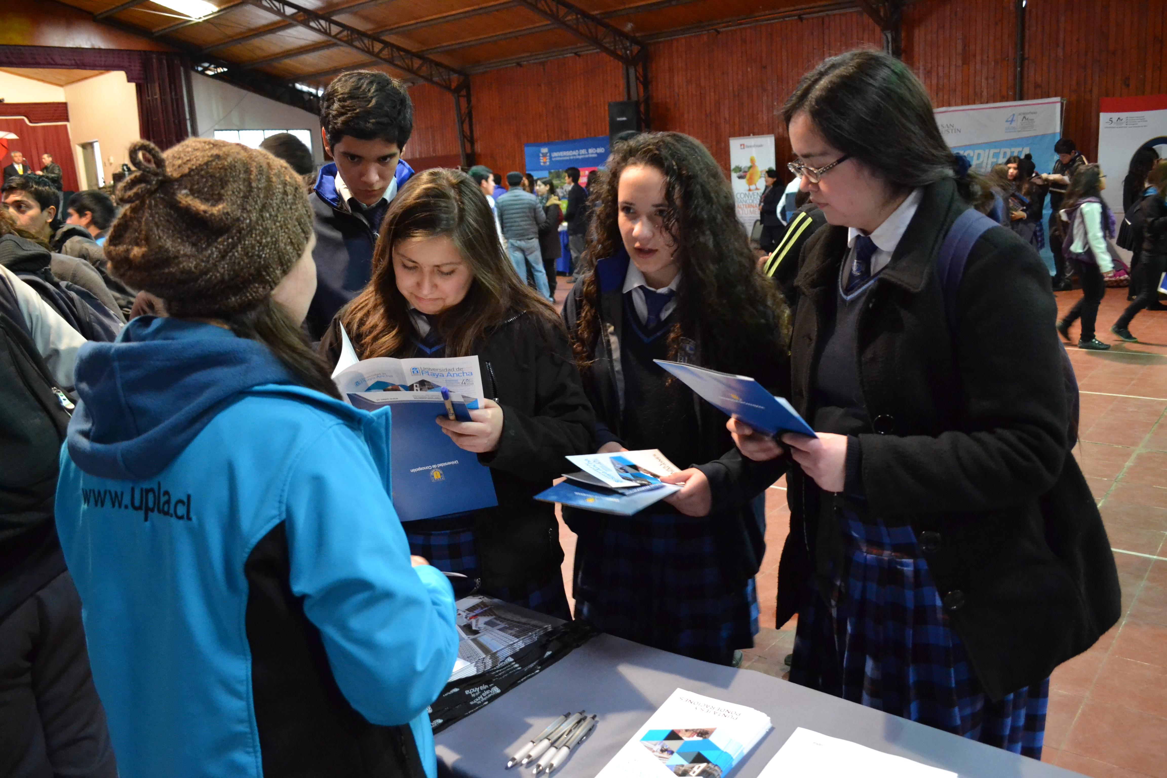 Feria en el colegio Inmaculada Concepción de Cauquenes