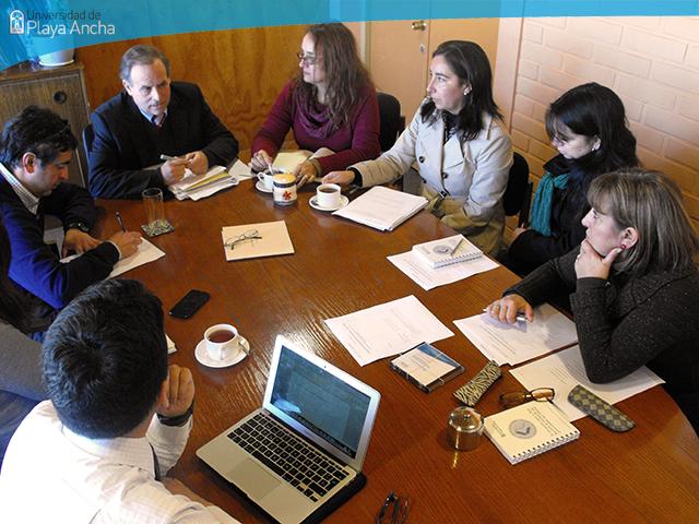 Equipo de la DIRGECAL coordina con Vicerrectoría de Administración y Finanzas trabajo para el proceso de Evaluación Interna