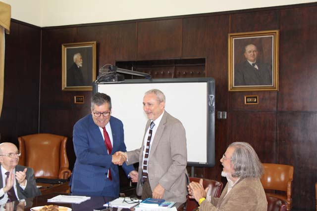 Rector Sanhueza asume presidencia del CRUV