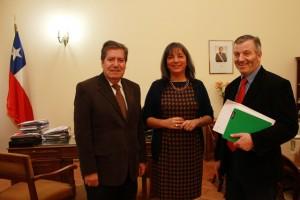 rector-Sanhueza,-ministra-de-Desarrollo-Social,-María-Fernanda-Villegas-y-senador-Antonio-Horvath